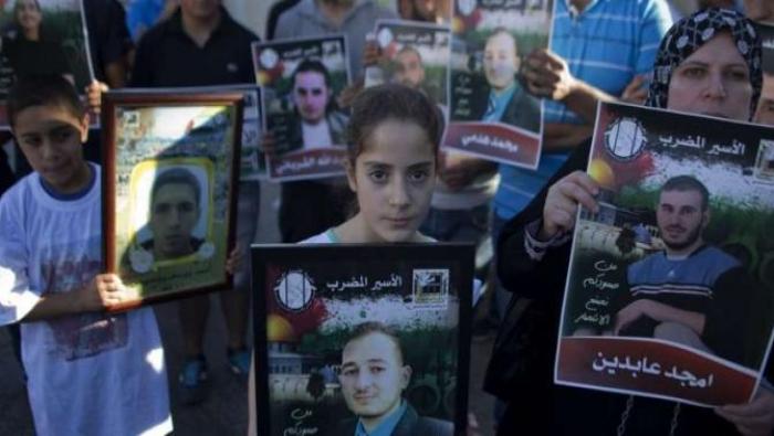 الصليب الأحمر يقلص زيارات عائلات الأسرى الفلسطينيين في سجون الاحتلال
