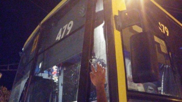 تضرر حافلة مستوطنين بإطلاق نار جنوب نابلس
