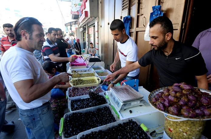 السوق في رمضان .. محاولات لضبط الأسعار والرقابة مشددة