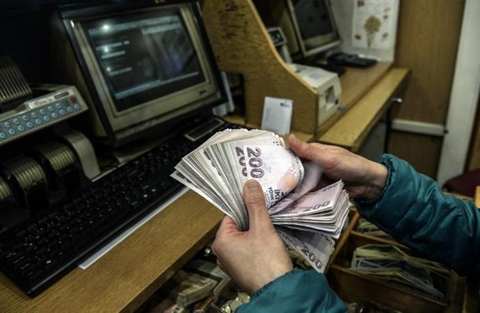 الليرة التركية تتكبد أكبر خسائر في 10 أشهر أمام الدولار