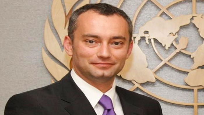 ممثل الأمم المتحدة نيكولاي ميلادنوف يرحب ببيان مركزية فتح الداعي لوحدة الحركة