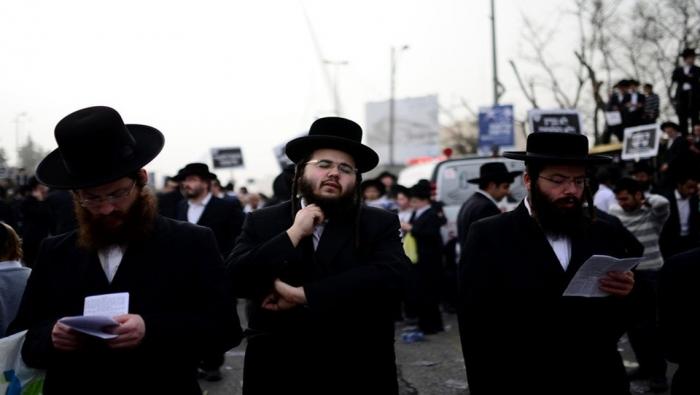 آلاف اليهود ينظمون مظاهرة امام الامم المتحدة رفضاً للتجنيد