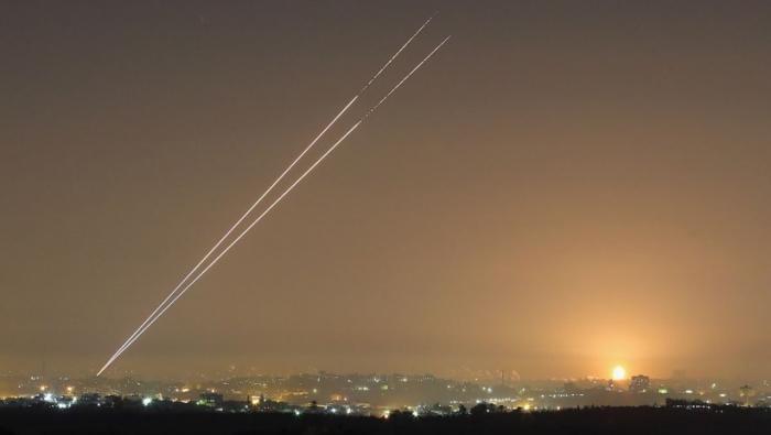 اسرائيل : حماس اطلقت 12 صاروخا تجريبيا هذه الليلة نحو البحر