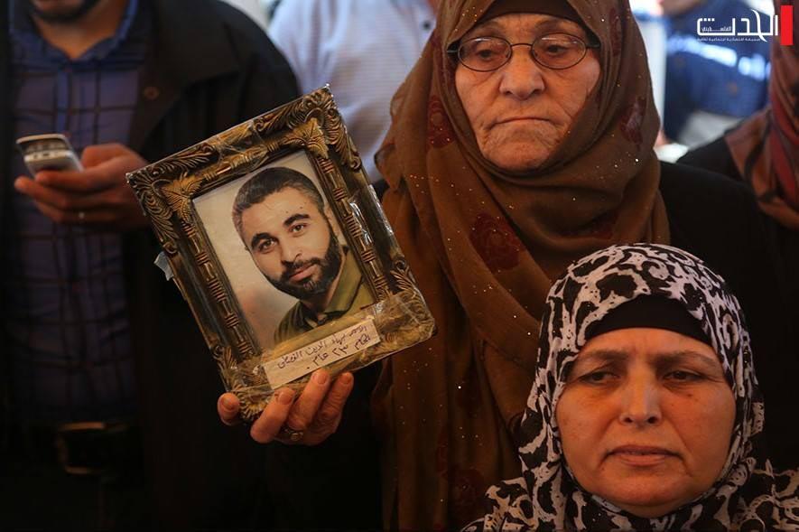 ترجمة الحدث | إسرائيل تتخلص من أزمة واحدة بانتهاء إضراب الأسرى.. وغزة تلوح في الأفق