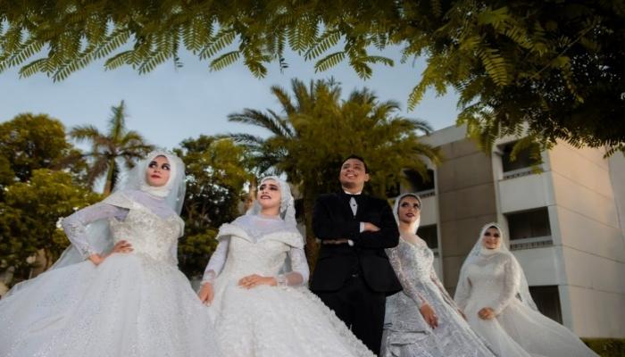 القصة الكاملة لـ زواج شاب مصري بأربع فتيات في يوم واحد !