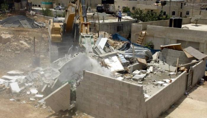 للمرة الثانية: الاحتلال يهدم منزلا في يطا جنوب الخليل ويشرد قاطنيه (فيديو)