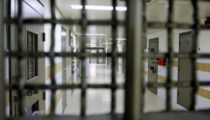 نادي الأسير: الاحتلال يعزل 5 أسرى إداريين في سجن