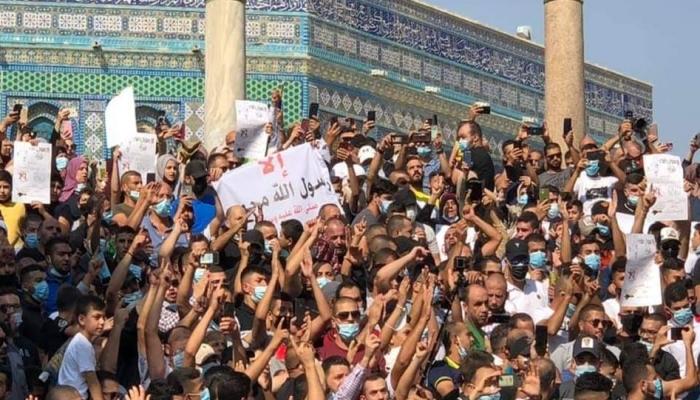 الاحتلال يقمع مسيرة بالأقصى نصرة للرسول