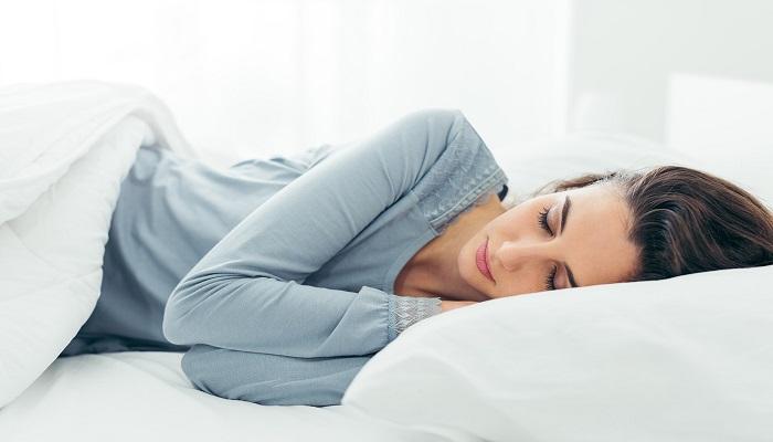 ما مقدار النوم الذي تحتاجه لتجنب الإصابة بنوبة قلبية مميتة؟