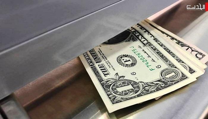 الدولار يرتفع فيما يلوح في الأفق انتظار طويل لنتائج الانتخابات