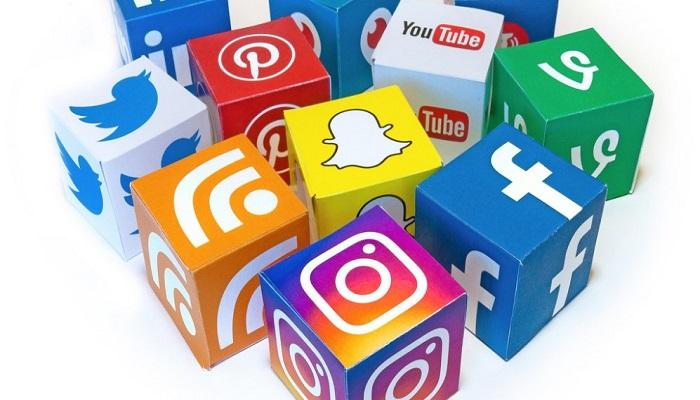 هل يجب أن نحذف تطبيقات التواصل الاجتماعي من هواتفنا؟