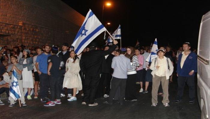 مستوطنون يهاجمون منازل المواطنين في حي الشيخ جراح بالقدس المحتلة