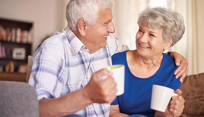 دراسة: شرب 5 أكواب من الشاي يوميا يحسن التركيز لدى كبار السن