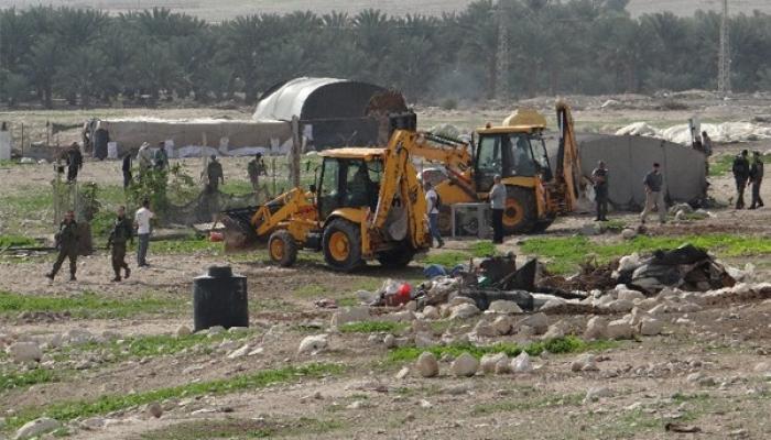 الاحتلال يخطر بوقف البناء في أربع منشآت في الأغوار الشمالية