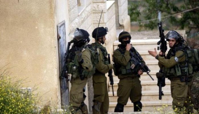 الاحتلال يقتحم دير نظام وينكل بأهلها ويحاصر مدرستها (فيديو)