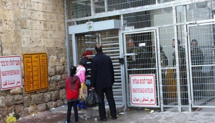 الاحتلال يغلق مدخل شارع الشهداء وسط الخليل