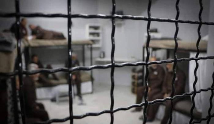 الاحتلال يتخذ إجراءات من شأنها تعريض الأسرى لخطر كورونا