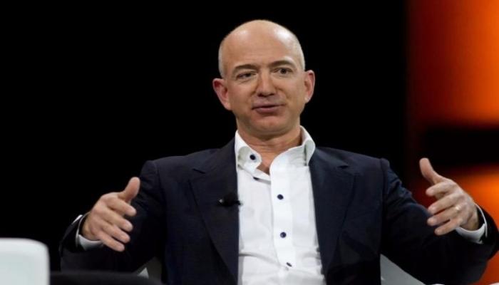 أغنى شخص في العالم يطلب التبرع لموظفيه بسبب
