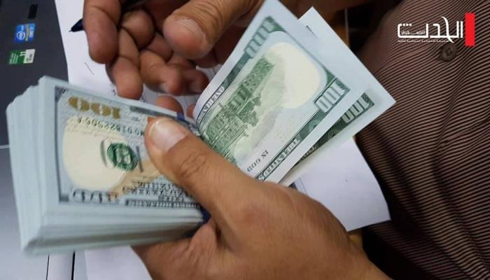 الدولار يتراجع وأسعار العملات والذهب اليوم الخميس