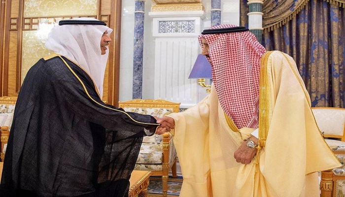 بعد خبر محاولة الانقلاب - الملك سلمان يستقبل مسؤولين