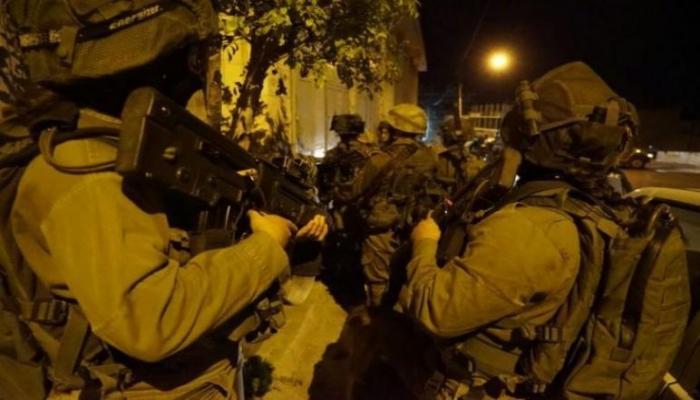 الاحتلال يعتقل شابا