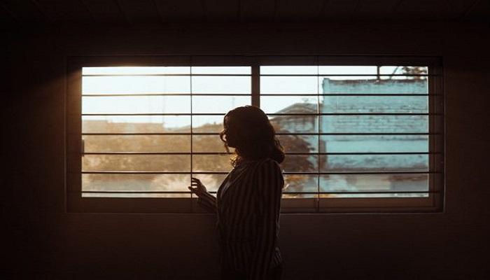 طبيب يسلط الضوء على آثار خطيرة للعزلة الذاتية الطويلة
