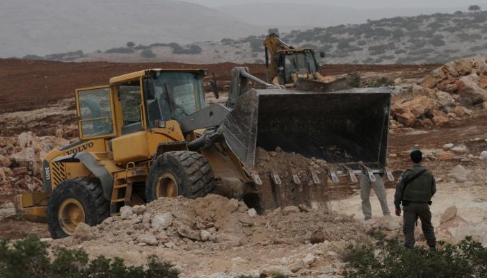 جرافات الاحتلال تدمر أراضي زراعية جنوب شرق طولكرم