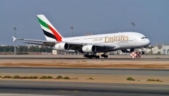 الإمارات تسير طائرة