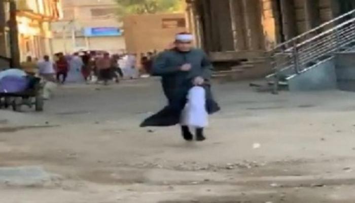 الأزهر يحيل الإمام المزيف للتحقيق بعد فيديو فراره من الشرطة