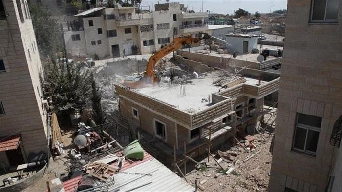 11 فردا بلا مأوى منهم 7 أطفال بعد إجبار الاحتلال شقيقين هدم منزليهما في القدس