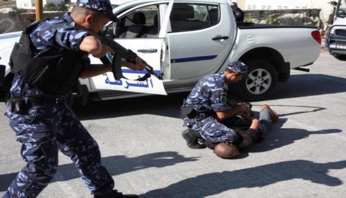 طولكرم: الشرطة تقبض على 8 أشخاص لحيازتهم وتعاطيهم مواد مخدرة