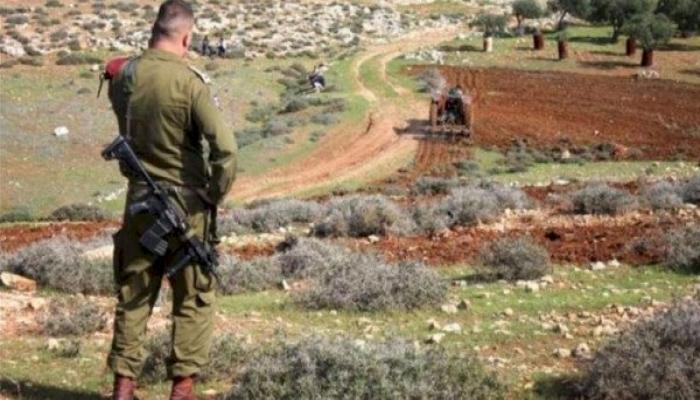 الاحتلال يخطر بالاستيلاء على 160 دونما من أراضي قلقيلية
