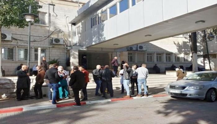طواقم الطب الوقائي تجري فحوصات في مجمع فلسطين الطبي في رام الله
