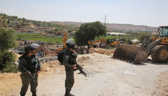الاحتلال يهدم مغسلة سيارات ويستولي على معدات في بلدة الخضر جنوب بيت لحم
