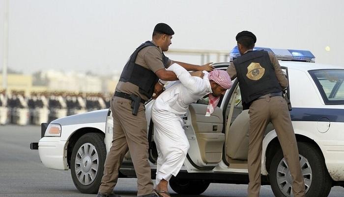 رجل يقتل زوجته طعنا في السعودية ويسلم نفسه للشرطة