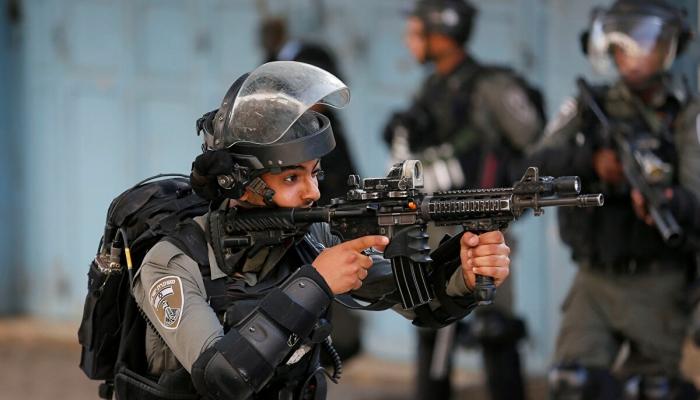 جيش الاحتلال يفتح تحقيقاً مع جنديٍّ دعا لإطلاق النار على المتظاهرين ضد نتنياهو