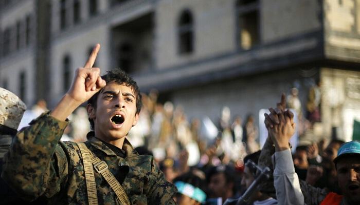 الحوثيون يعلنون قصف