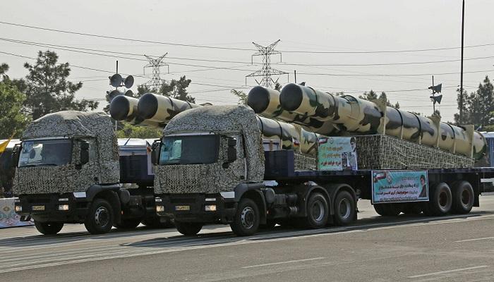 الجيش الإيراني يصنع الطائرات والمدمرات والسفن الحربية