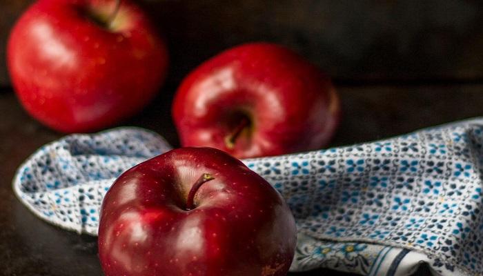 العلماء يثبتون فوائد التفاح للدماغ
