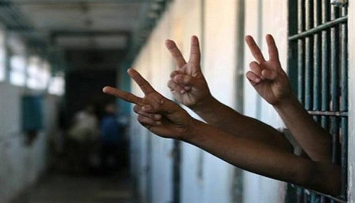 في يوم الأسير الاحتلال يواصل اعتقال 48 محرراً من صفقة وفاء الأحرار