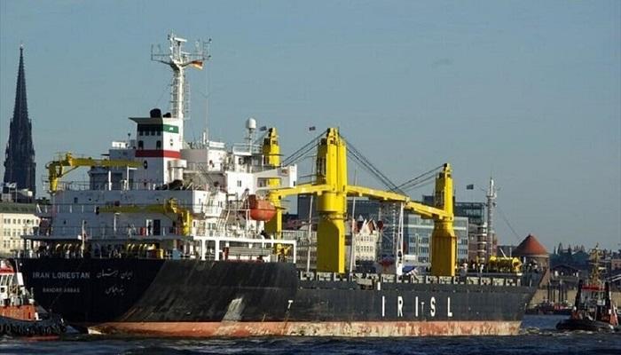 الصور الأولى لسفينة سافيز الإيرانية بعد تعرضها لهجوم في البحر الأحمر