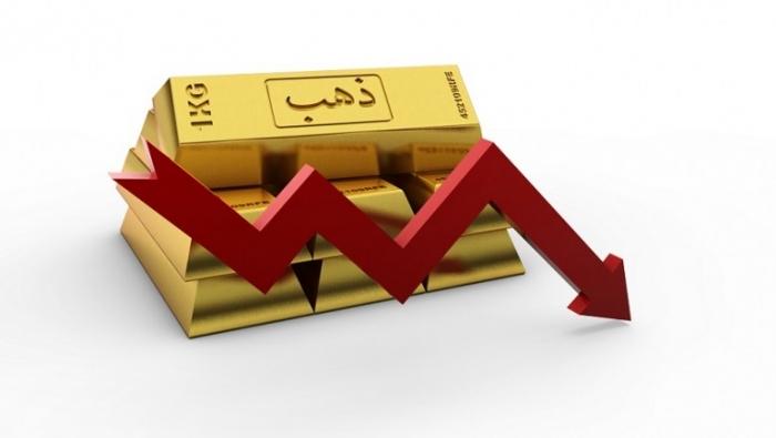 الذهب ينزل عن ذروة شهرين