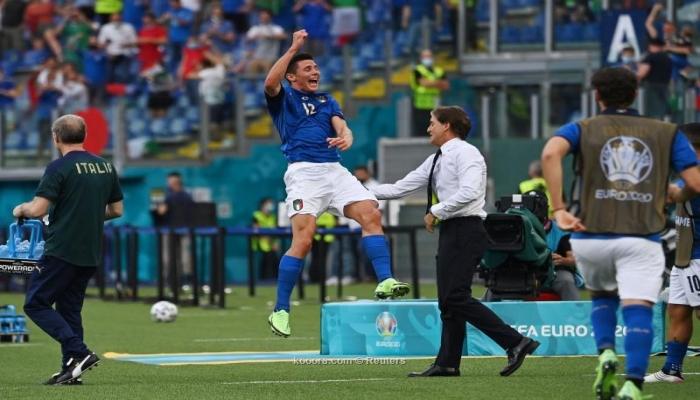 إيطاليا تحقق العلامة
