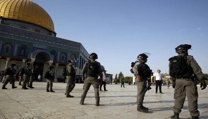 الاحتلال يقتحم المسجد الأقصى ويعتدي على المصلين