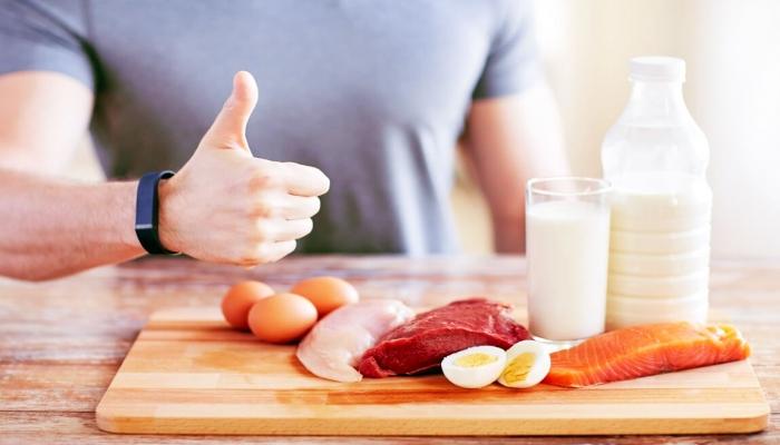 ما هو أفضل وقت لتناول البروتين وبناء صحة العضلات؟