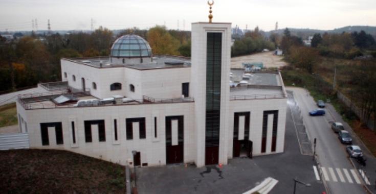 الشرطة الفرنسية تُطلق النار على شخص حاول دهس رجال أمن يحرسون مسجداً
