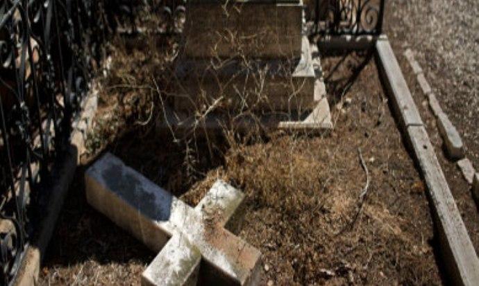تدمير «صلبان» بمقبرة مسيحية في  القدس