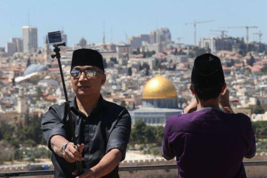 العدد41| زيارة العرب والمسلمين للقدس.. تطبيع سياسي ودعم للاقتصاد الإسرائيلي